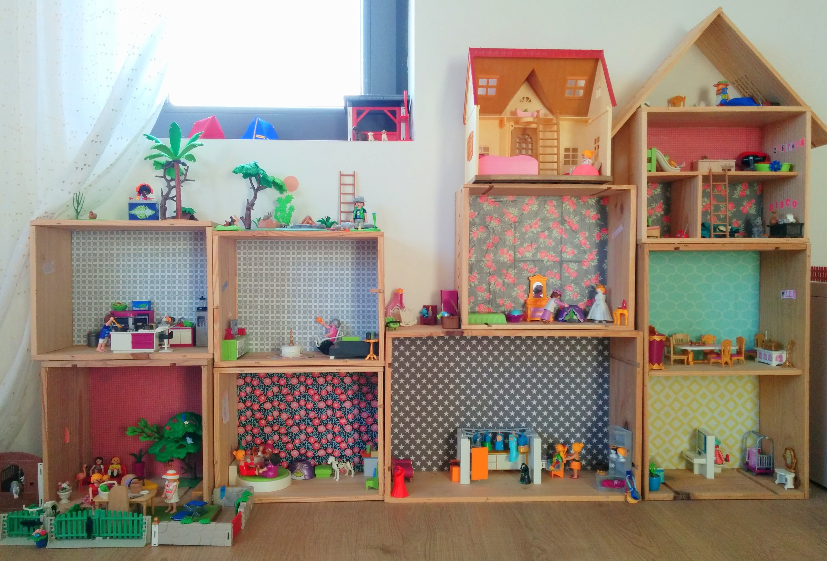 diy une maison pour playmobil la vie en plus joli. Black Bedroom Furniture Sets. Home Design Ideas
