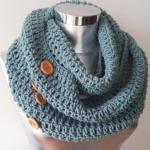 Echarpe tour de cou en laine et boutons